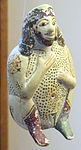 Vasetto a forma d'uomo accovacciato, da tomba di donna e ragazza a papatislures T27(35). 625-600 ac. ca.JPG