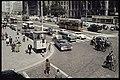 Veel verkeer op de Coolsingel met het stadhuis en Hoofpostkantoor 1960.jpg