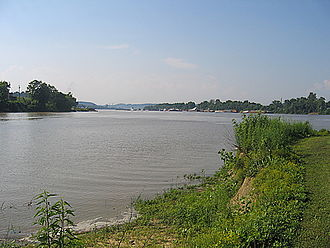 Huntington–Ashland metropolitan area - The confluence of the Big Sandy (left) and Ohio (right) Rivers, as well as shores in the states of Kentucky (back left) and Ohio (back right), at Virginia Point Park in Kenova, West Virginia