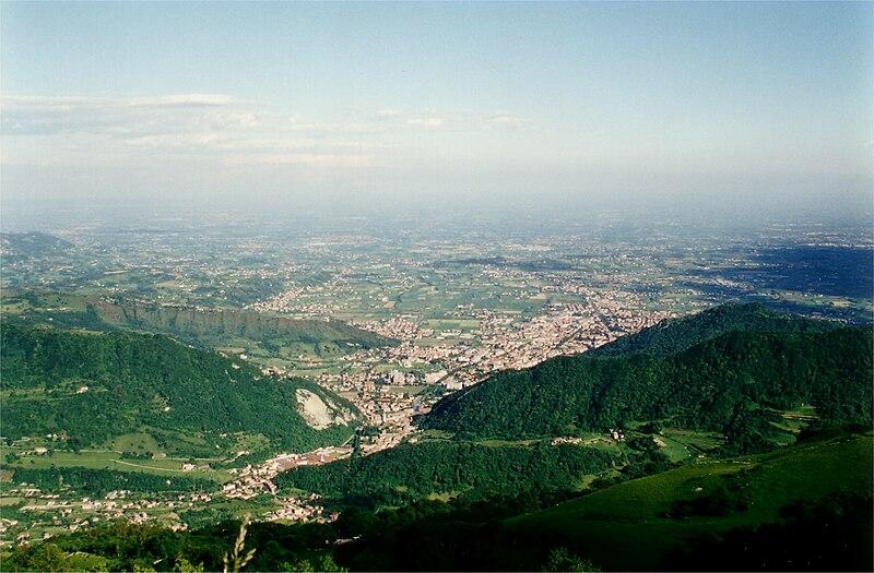 File:Vittorio Veneto da Col Visentin.jpg