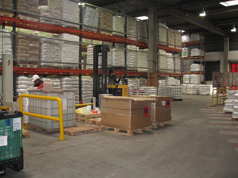 File:Warehouse-plastic industry.jpg