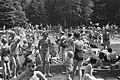Warme zondag op Zandvoort Drukte in Bad Crailo, Bestanddeelnr 912-6854.jpg