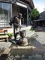 Wasserträgerbrunnen am Soba-Museum.JPG