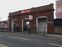 West Hampstead (Overground) stn entrance.JPG