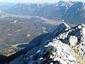Wettersteinspitze Blick auf Mittenwald.jpg