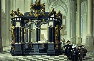 Une famille devant le mausolée du prince d'Orange Guillaume le Taciturne à la Nieuwe Kerk à Delft