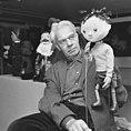 Wim Meilink met een van zijn poppen, Bestanddeelnr 919-5947.jpg
