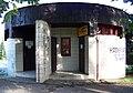 Zdice, Palackého náměstí, záchodky a kadeřnictví.jpg