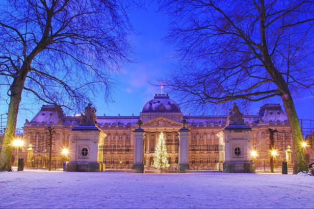 Belgian Royal Residences 640px-Zepper-Br%C3%BCssel-Belgien-K%C3%B6niglicherPalast