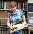 Zulma Brandoni de Gasparini en su laboratorio del Museo de La Plata.png