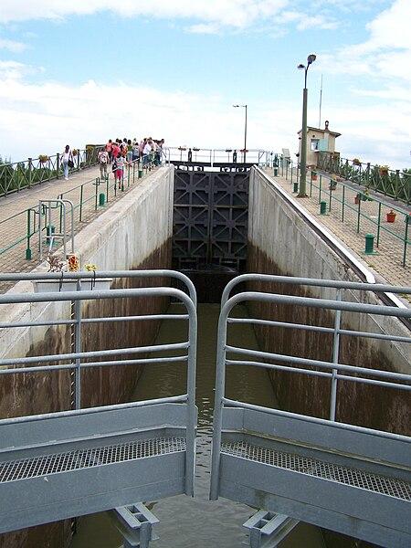 Écluses ouest du Pont-canal du Guétin, au lieu-dit Le Guétin, sur la commune de Cuffy.