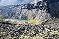 Вид с плато Кукисвумчорр на перевальное озеро.jpg