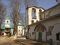 Мирожский монастырь. Апрель 2011.JPG