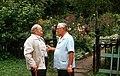 П.И.Травникова с соседом у калитки при входе в сад..jpg