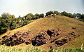 Скелі МоДРу - дальні скелі.jpg