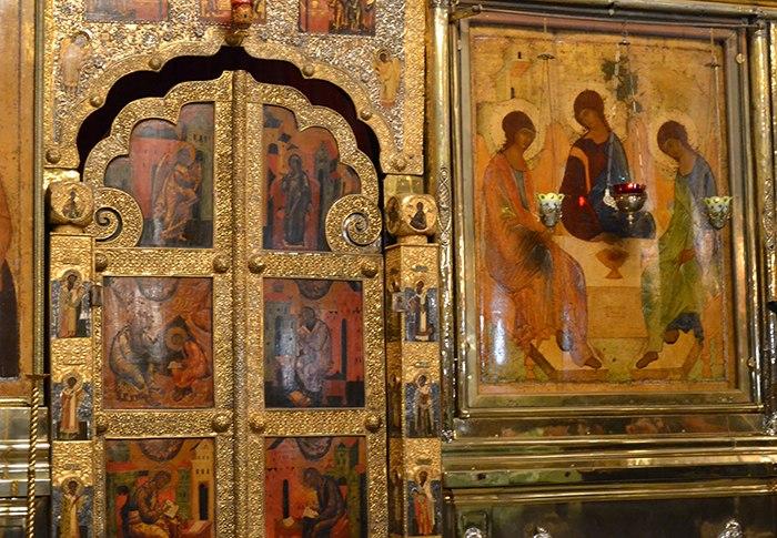 Царские врата и икона Троица