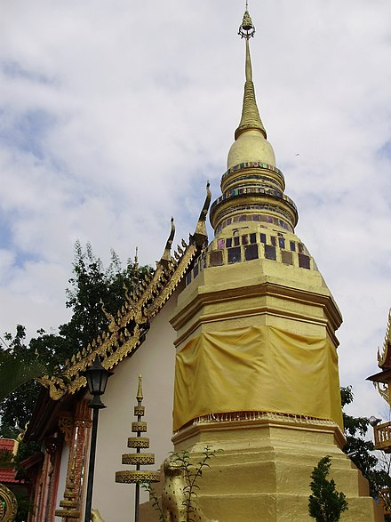 Wat Phra Hin temple in a muban in Muang Kham Subdistrict, Phan District, Chiang Rai Province wadphrahin.JPG