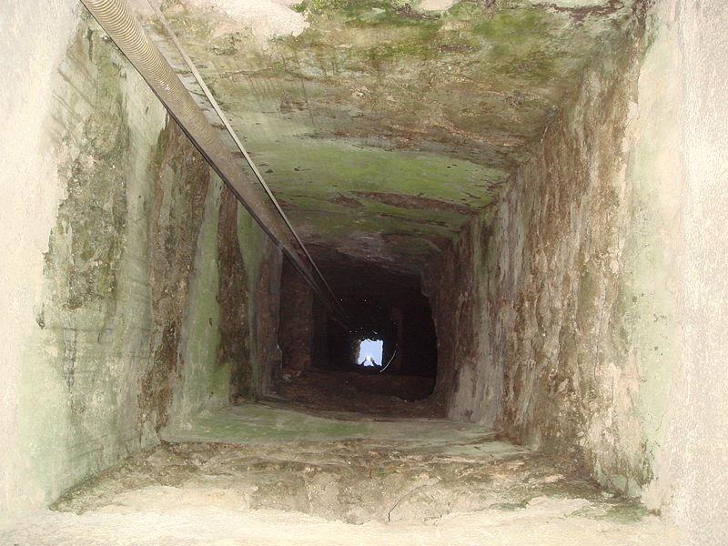 File:0899 siracusa pozzo del bagno rituale ebraico foto