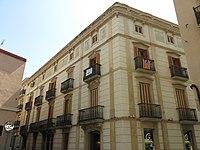 111 Edifici al c. Germans Sant Gabriel 2 - muralla del Castell (Valls), antic convent de carmelites.jpg