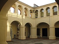 144 Casa de la Vila d'Hostalric, antic convent dels Mínims, claustre.jpg