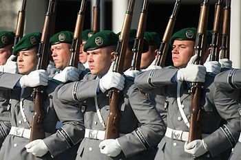 150910-D-VO565-037 German honor guard members stand in formation at the Defense Ministry in Berlin 2015.JPG