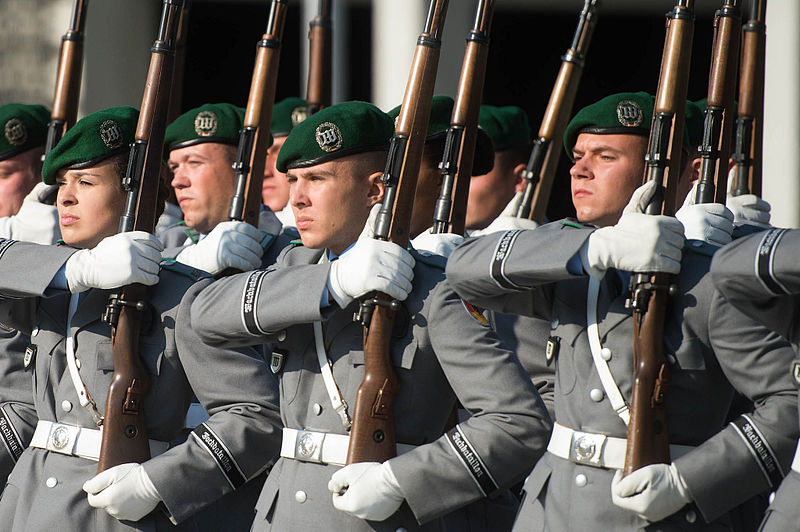 File:150910-D-VO565-037 German honor guard members stand in formation at the Defense Ministry in Berlin 2015.JPG