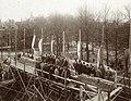 1899 Afbeelding van de genodigden op een steiger bij de plechtige inmetseling van een gedenksteen in de voorgevel van de Studentensociëteit P.H.R.M. X16023-97219.jpg