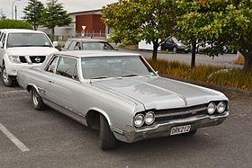 1965 Oldsmobile 4-4-2 Sport Coupe (11813358995).jpg