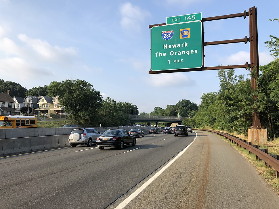 2018-07-17 07 43 26 View south along New Jersey State Route 444 (Garden State Parkway) between Exit 147 at Exit 145 in East Orange, Essex County, New Jersey