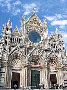 Facciata della cattedrale di Siena.
