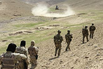 2nd Commando Regiment (Australia) - Commandos walking with Afghan National Army to a waiting U.S. Army Chinook helicopter in 2012
