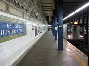 68th Street–Hunter College (IRT Lexington Avenue Line) - Uptown 6 train arriving