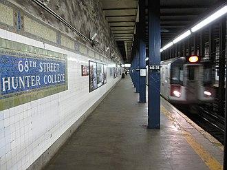 68th Street–Hunter College (IRT Lexington Avenue Line) - Uptown 6 train arriving
