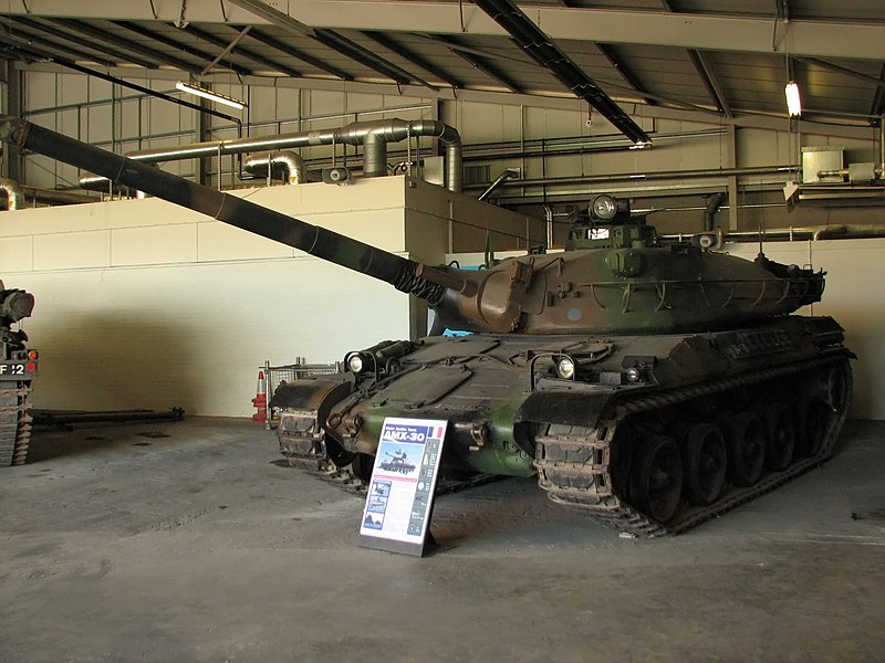 800px-AMX-30_2_Bovington.jpg