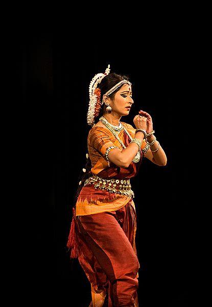 File:A pose in Odissi nritya, a classical Hindu performance art, Nandini Ghosal 2.jpg