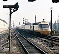 A southbound HST about to enter Leicester station under Swain Street bridge, Nigel Tout, July 1985.jpg