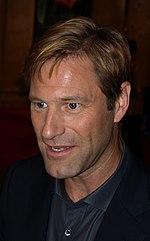 Aaron Eckhart, interprete di Harvey Dent/Due Facce ne Il cavaliere oscuro, alla prima del film a Barcellona.