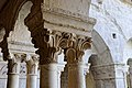 Abbaye Notre-Dame de Sénanque chapiteau du cloître 03.jpg