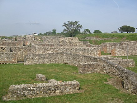Ruins of the town Aeclanum. Aeclanum (Ruins-03).jpg