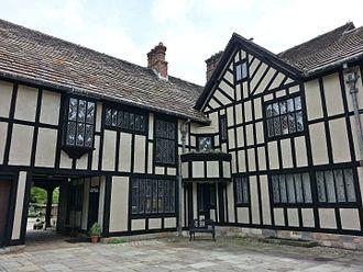 Agecroft Hall - Entrance courtyard