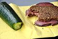 Agurk og rugbrød med roastbeef (6871705504).jpg