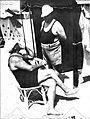 Agustin Justo y un bañero (1932).jpg