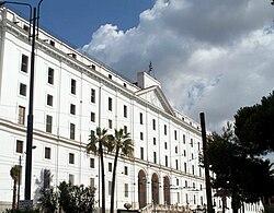 Piazza Carlo III e l'albergo dei Poveri.