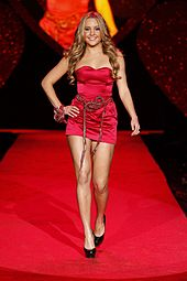 Amanda at The Heart Truth's Red Dress Collection fashion show in 2009