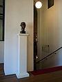 Amsterdam, Stadsschouwburg, doorgang Rabo Zaal, portretbuste Henk van Ulsen.jpg