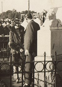 Amy Johnson at the Kalgoorlie War Memorial, July 1930.