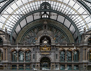 Antwerpen-Centraal railway station - The clock at the upper level