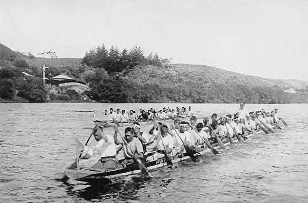 At the finish line-Picturesque New Zealand, 1913.jpg