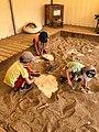 Atelier de fouilles pour enfants à Paléopolis.jpg