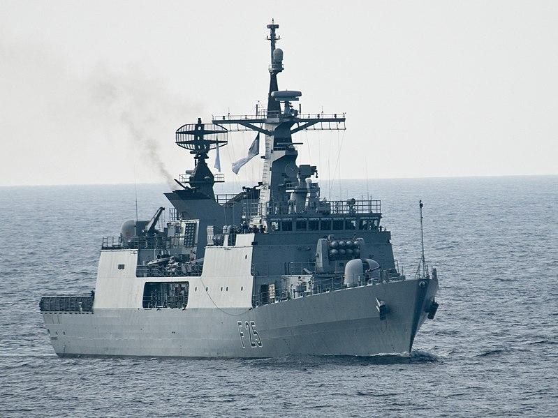 Datei:Bangladesh Navy Ship Bangabandhu (F-25).jpg